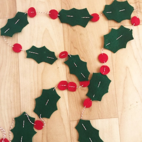 Diy Felt Holly Christmas Garland